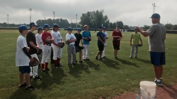 Former MLB stars lead kids camp in Regina on Monday