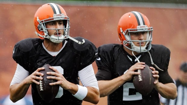 Brian Hoyer, left, will get the start for the Browns in the season opener on Sept. 7 over rookie quarterback Johnny Manziel. Coach Mike Pettine delayed his decision after both Hoyer and Manziel played poorly in an exhibition loss at Washington on Monday.