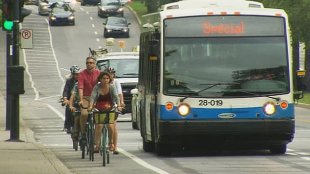 Viau Street has a new reserved bus and taxi lane, as well as a bike path.