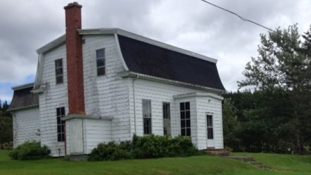 The house, built in 1876, is just up the road from the historic locks in St. Peter's, which made it convenient for the lockmaster to be on hand day and night to let vessels through the locks.