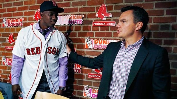 Red Sox general manager Ben Cherington, right, congratulates Rusney Castillo at a media conference in Boston on Saturday.