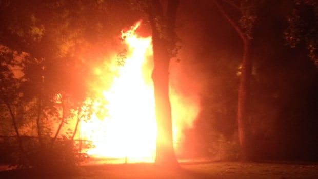 A Winnipeg garage fire on Hampton Street in St. James spread to the house and then to a neighbouring garage causing nearly $35,000 in total damages Wednesday night.