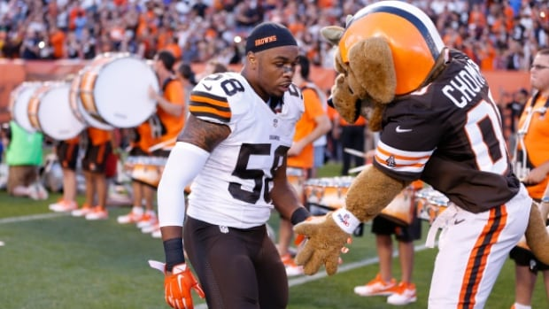 Madden 15 had a major glitch in their video game after making Cleveland Browns rookie linebacker Christian Kirksey one foot two inches.