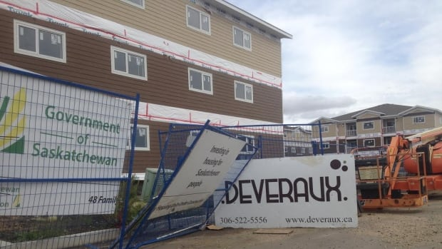 Deveraux Developments and the provincial government agreed to a fixed price contract to build low-income housing in Regina's Hawkstone neighbourhood, but the deal fell apart.