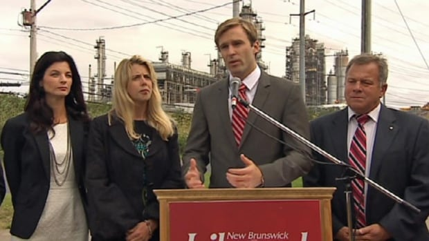 Liberal Leader Brian Gallant used a campaign stop in Saint John to highlight his party's support for energy projects, such as the Energy East pipeline.