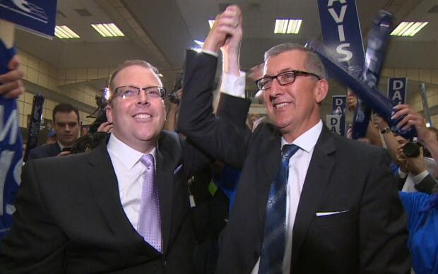 Steve Kent endorsing Paul Davis at PC leadership convention