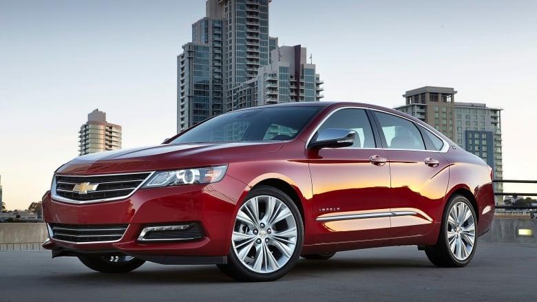 GM, Chrysler recalling hundreds of thousands of vehicles