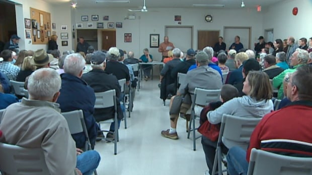It was standing room only at a meeting to support a local butcher banned from slaughtering turkeys.