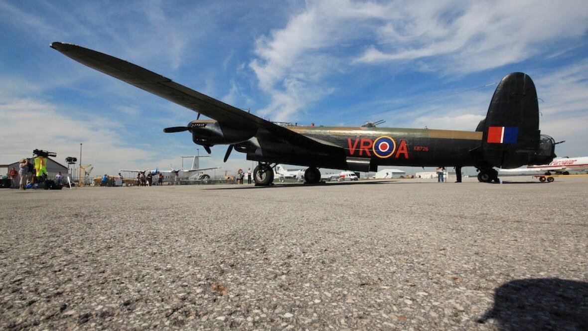 Hamilton's Lancaster bomber comes home   CBC News