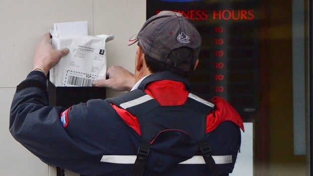 Canada Post is warning major customers, like the federal government, to prepare for a halt to mail delivery this summer.