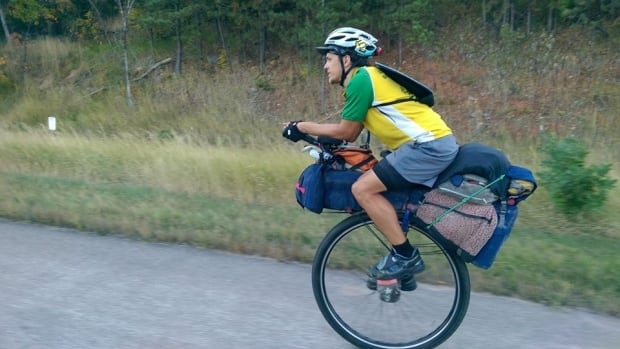 Unicyclist Cary Gray on his tour of North and South America. He has already travelled through 11 countries: U.S., Canada, Mexico, Belize, Guatemala, El Salvador, Honduras, Nicaragua, Costa Rica, Panama, and Colombia.