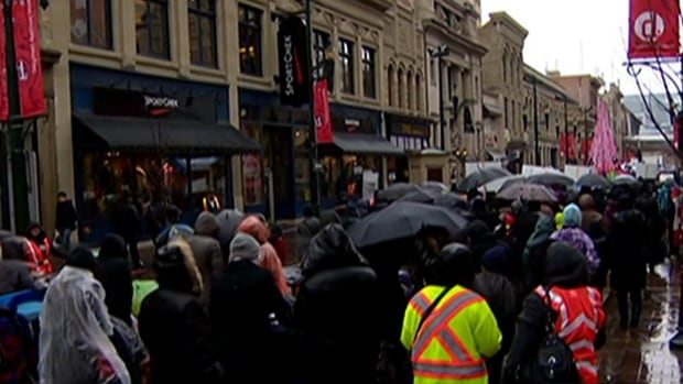 Hundreds of Calgary Muslims gathered on Saturday ahead of the holy day of Ashura to condemn recent violence by young Canadian men who police say held radical Islamist beliefs