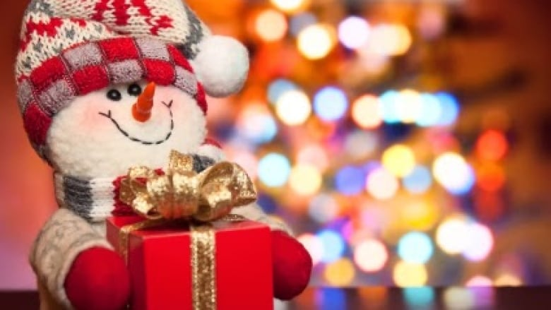 many retailers are open on christmas eve but with modified hours istock - What Is Open On Christmas Eve