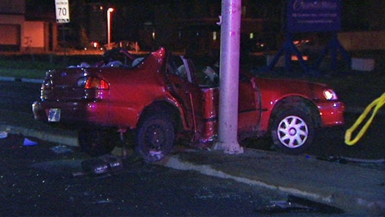 3 teenagers in hospital after Barrhaven crash | CBC News