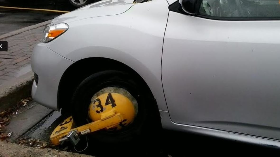 boot thief removes vehicle and wheel cl from st s