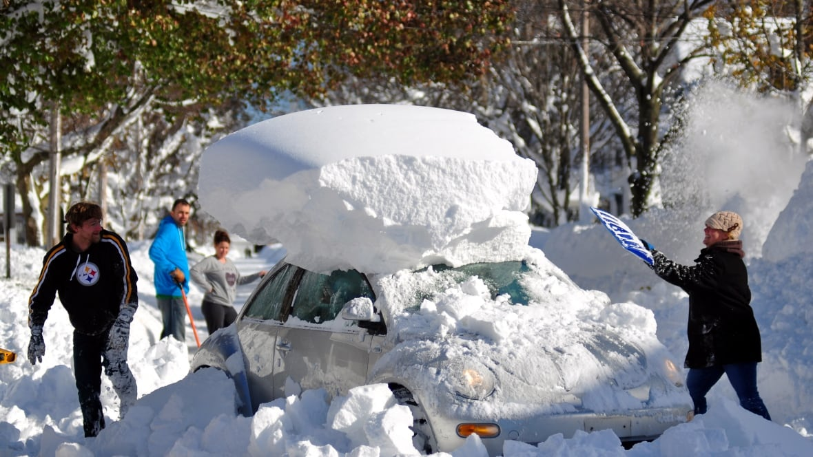 buffalo residents shovelling snow but now worried about