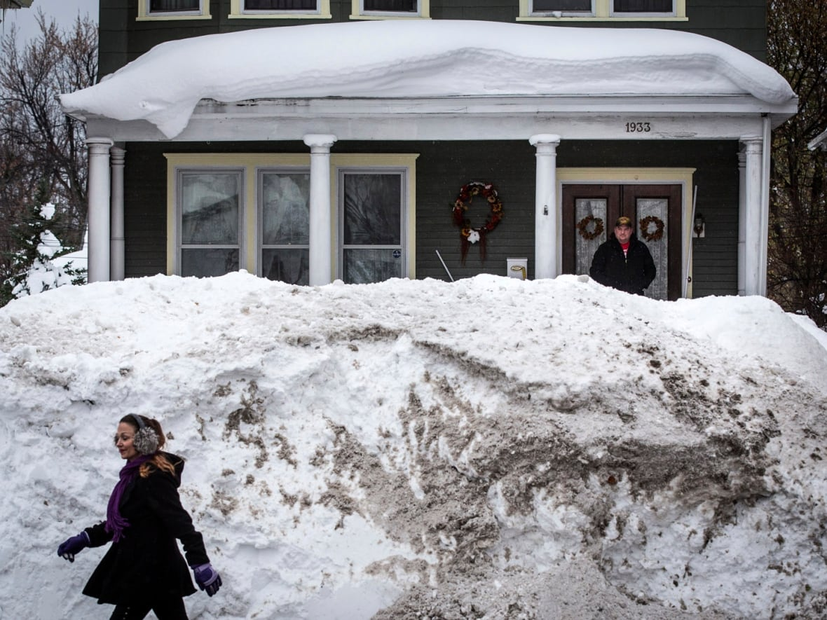 Buffalo Residents Shovelling Snow But Now Worried About Rain Flooding Cbc News