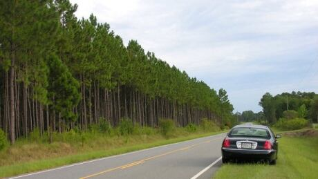 car-stopped-side-of-the-road-620x349.jpg