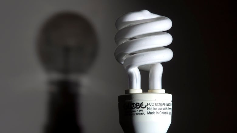 Compact fluorescent bulb recycling won't be mandatory ...