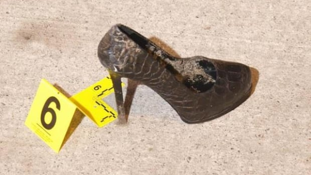 Det. Tam Bui tweeted this photo of a shoe found near the crime scene of Mike Pimentel's murder.