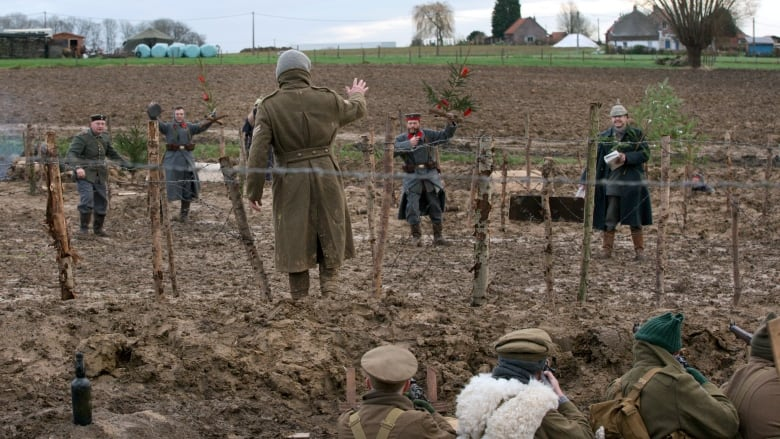 Christmas Truce Of 1914.Wwi Christmas Truce Still Remembered Cbc News