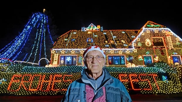 German House Sparkles With Over 400 000 Christmas Lights