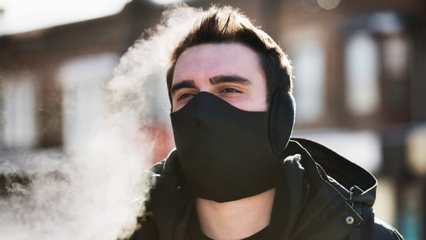 An extreme cold weather alert remains in effect for Toronto, high of only –7 C Monday.