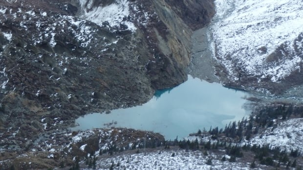 Experts believe seismic activity triggered a landslide that dammed Vulcan Creek, creating a new lake in Kluane National Park.