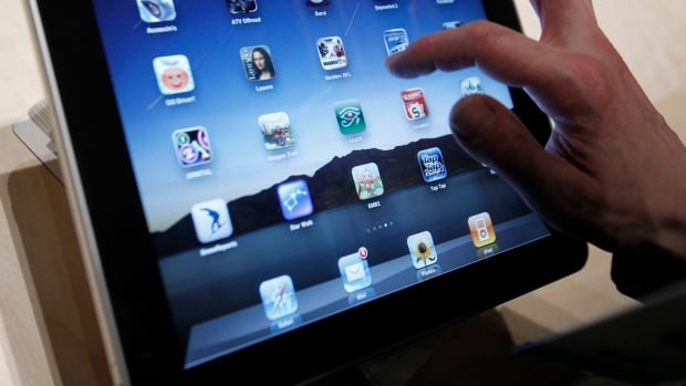 A Victoria widow is outraged over Apple's demand that she obtain a court order to retrieve her dead husband's password so she can play games on an iPad.