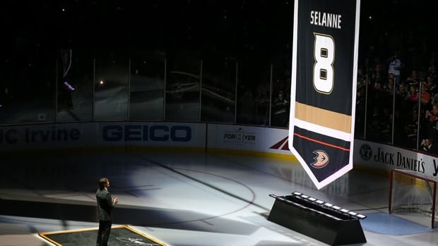 Teemu Selanne is in the spotlight as the Anaheim Ducks retire his #8 jersey, the first player in franchise history to receive such an honour.