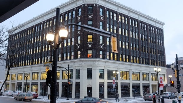 Councillors voted Monday to enter into a lease with Wendel Clark's Classic Grill and Bar for the Lister Block.
