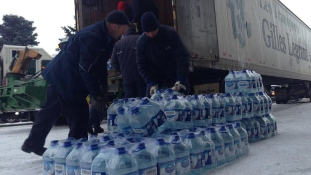 A truckload of bottled water arrives at Colisée Jean Béliveau, a distribution centre in Longueuil, Que., on Thursday afternoon.