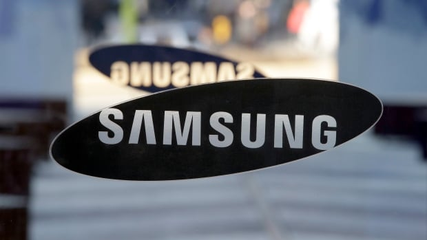 Bloomberg quotes an email from a high-ranking Samsung executive that says a report last week of a potential Samsung-BlackBerry buyout were actually talks of a partnership that would see the Canadian firm's technology used in the South Korean firm's devices.