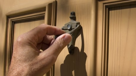 Richmond RCMP issues warning about fake door-to-door security firm employees