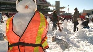Snowman snowmen building Guinness world record Ottawa TD Place Feb 1 2015