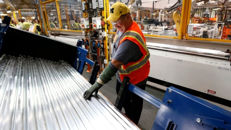 Ford to pay full wages to some newer hires under two-tier