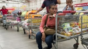 Venezuela grocery line