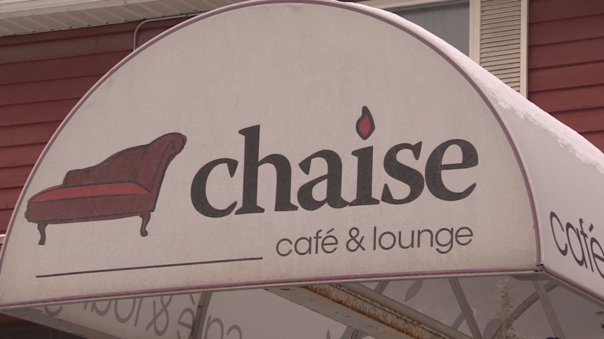 Chaise caf owner accuses photo radar officer of chasing for Chaise restaurant