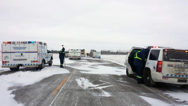 Multi-vehicle crash north of Regina leaves 5 dead   CBC News
