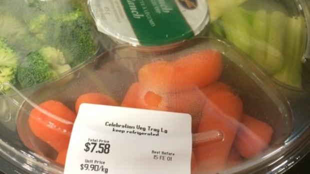 The Happy Cheapskate compares pre-cut veggies and fruit to veggies and fruit you cut yourself.