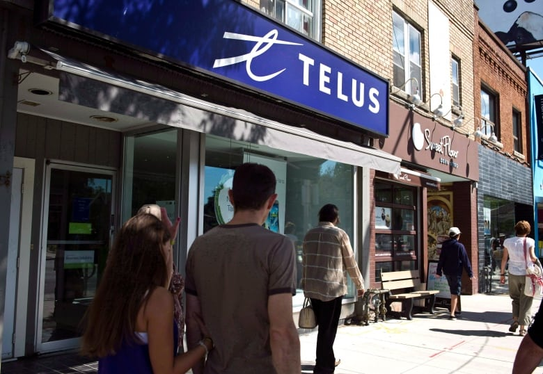 Telus bails on unlimited internet, bandwidth plays on for a price