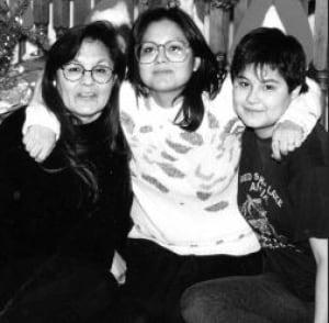 Amanda Bartlett, her mother Helen and sister Melanie.