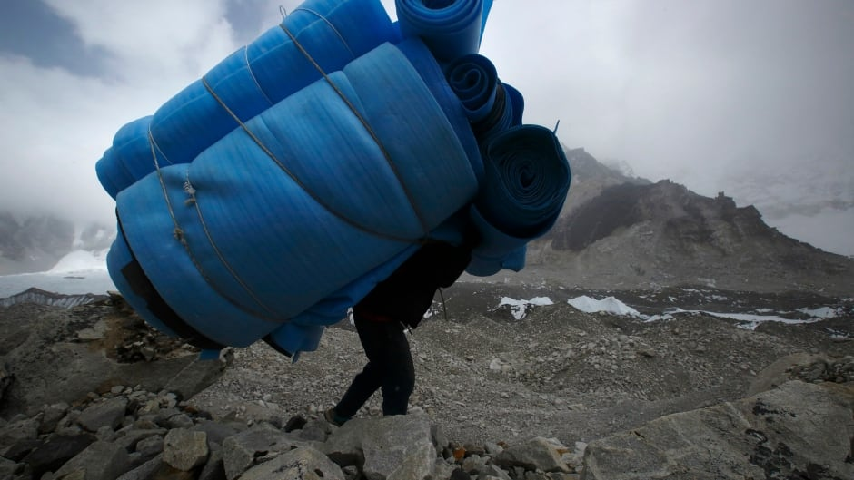 Mt. Everest guide calls for better working conditions for Sherpas