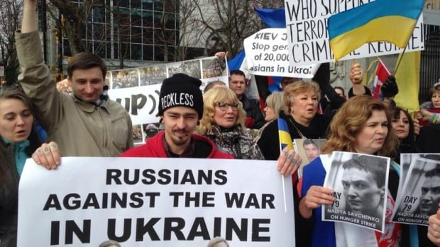 People with pro-Vladmir Putin signs crashed a rally Sunday at the Vancouver Art Gallery organized by the opposition.