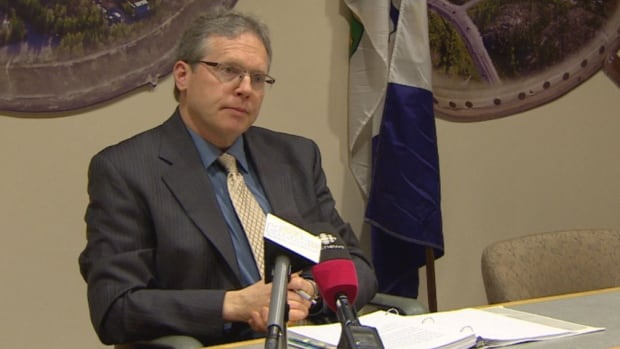 Audit principal Glenn Wheeler speaks to media in Yellowknife about the report on corrections in N.W.T.