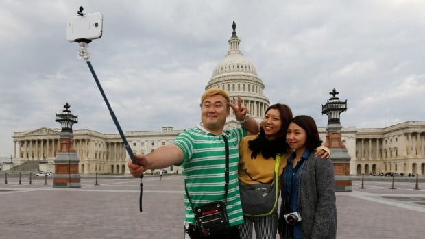 selfie sticks not welcome in washington 39 s famous museums world cbc news. Black Bedroom Furniture Sets. Home Design Ideas