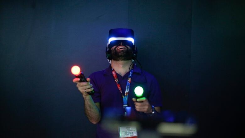134fc08cb302 Jordan Saleh tries Sony s Project Morpheus virtual reality headset at the  Electronic Entertainment Expo