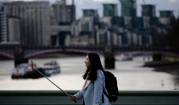 Britian Selfie Stick