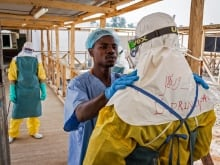 Mortality rates went from 80 per cent to less than 40 per cent after an Ebola treatment was changed. Canadian Dr. Rob Fowler is being recognized with the Royal College Teasdale-Corti Humanitarian Award for his part in that change.