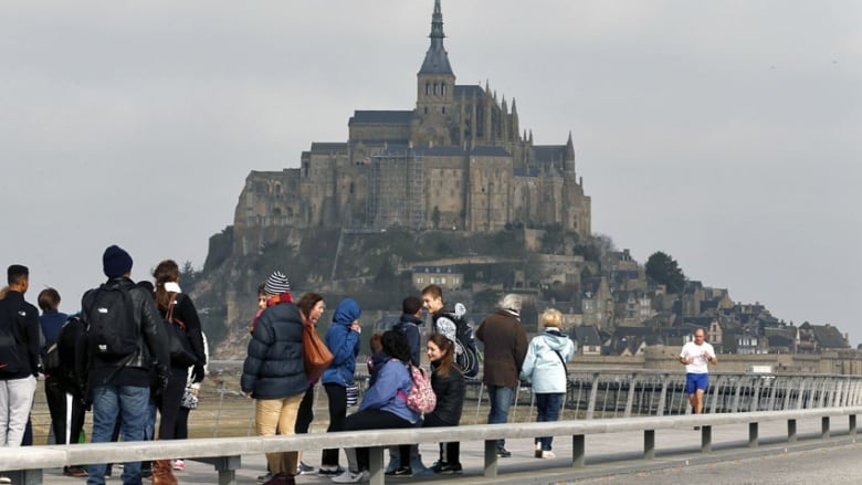supertide swallows mont saint michel 39 s causeway in france cbc news. Black Bedroom Furniture Sets. Home Design Ideas